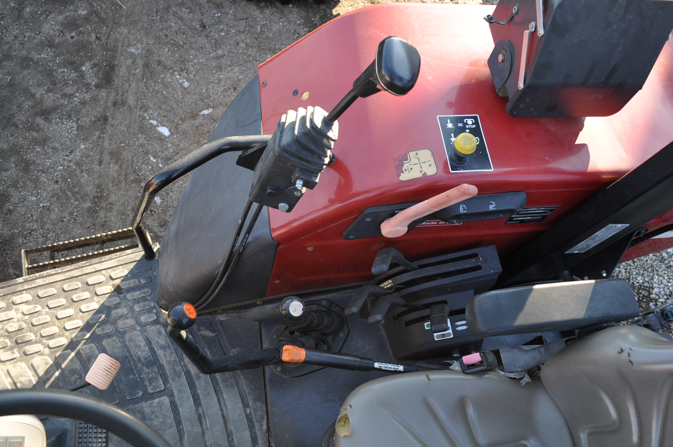 Case IH 85U Farmall MFWD tractor, 18.4R30 rear, 12.4R24 front, open station, mechanical shuttle - Image 14 of 16