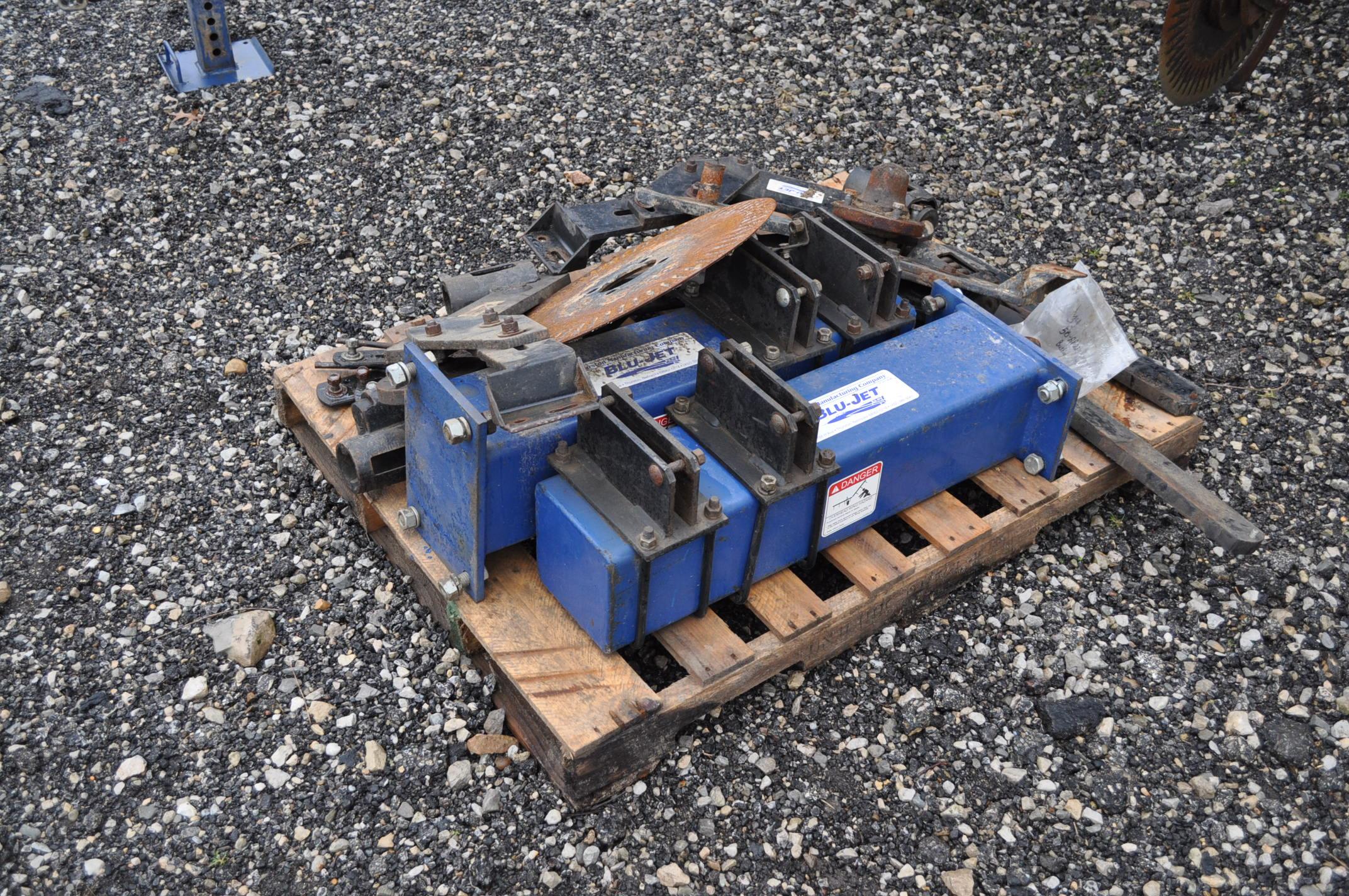 Blu-Jet AT 4010 28% applicator, 12/16 row, 1200 gal poly tank, 320/90R46 tires, hyd drive pump, - Image 12 of 12