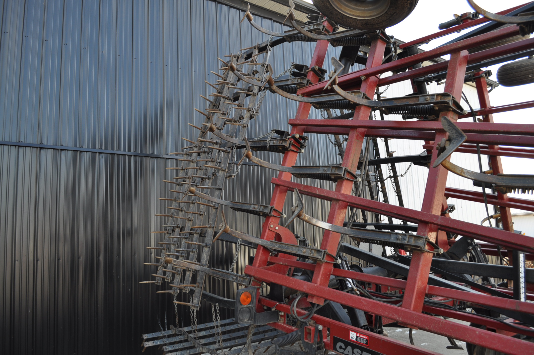 30' Case IH TigerMate II field cultivator, walking tandems, 5 bar spike tooth harrow, rear hitch and - Image 8 of 12