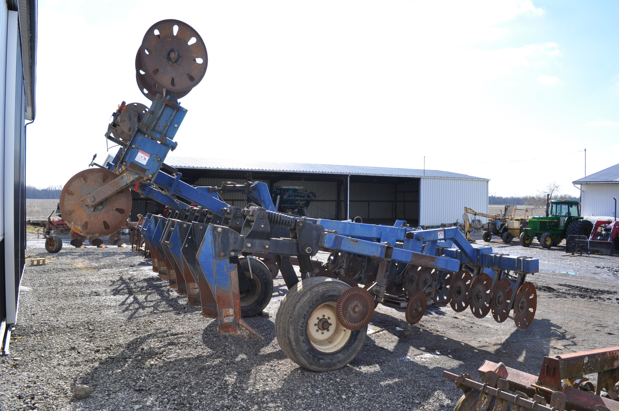 Blu-Jet Tillage Pro 7 shank inline ripper, front and rear hyd adjustable discs, sells with extra - Image 3 of 18