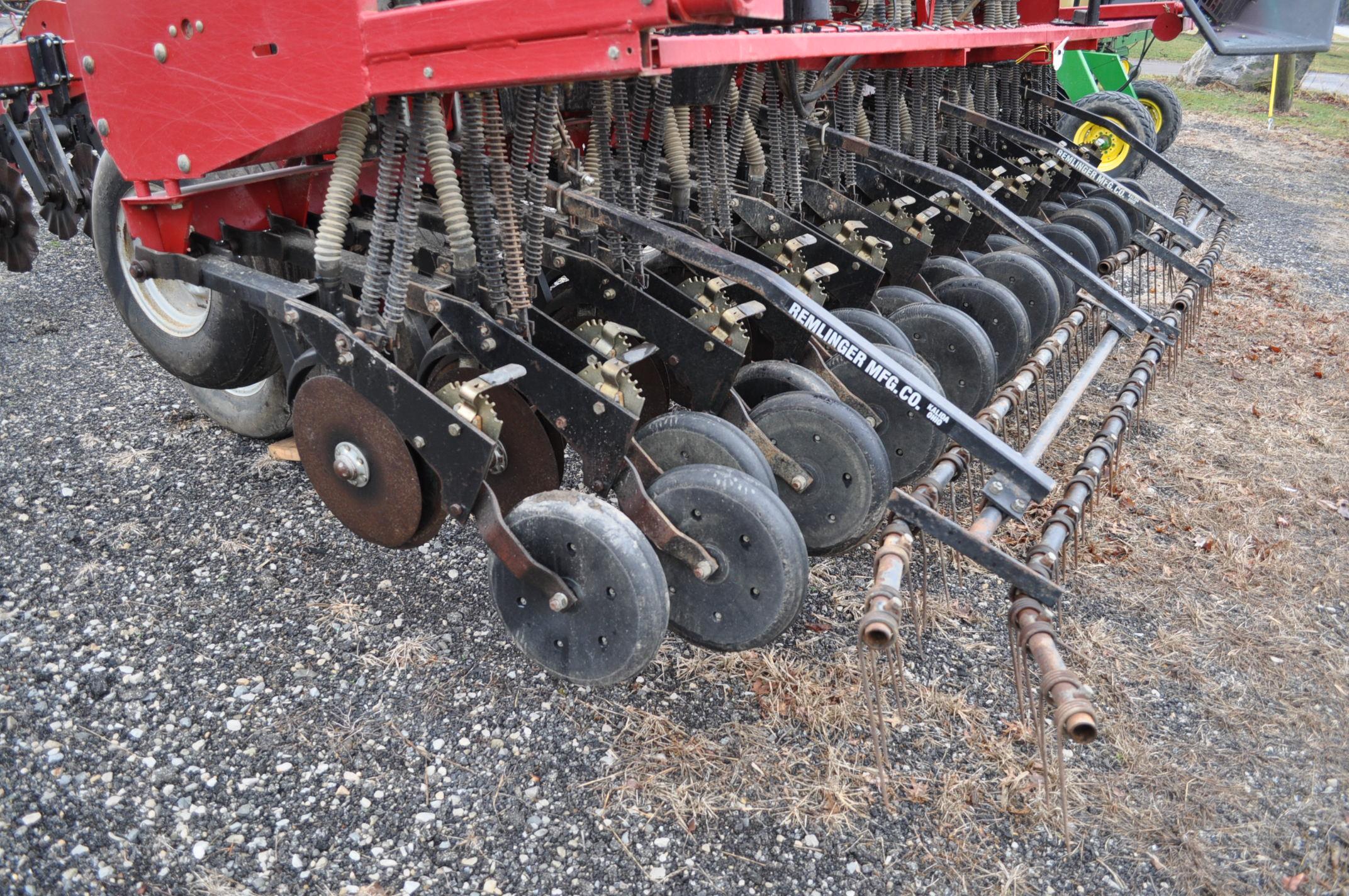 """Case IH 5400 grain drill, 3pt no-till caddie cart, 7 ½"""" spacing, 2 bar coil tine drag, Remlinger - Image 9 of 13"""