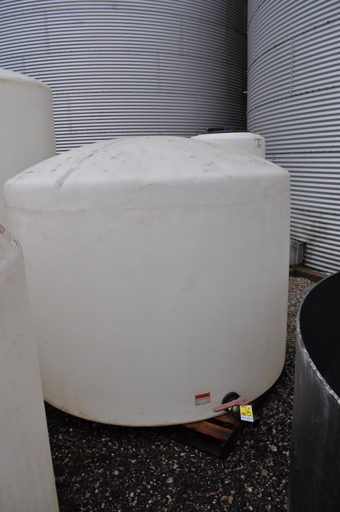 1700 gal flat bottom poly tank