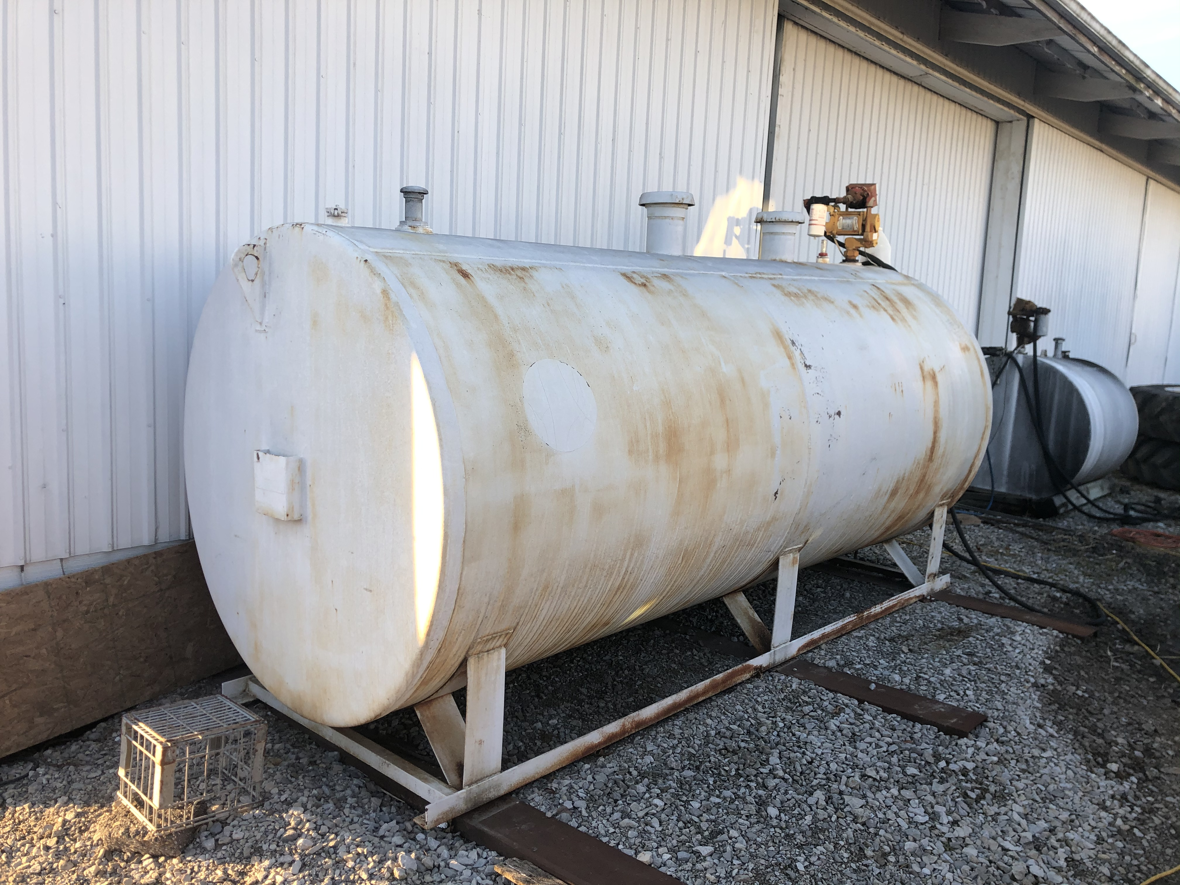 2000 gal dual wall fuel tank with 110 volt pump, hose and nozzle - Image 3 of 4