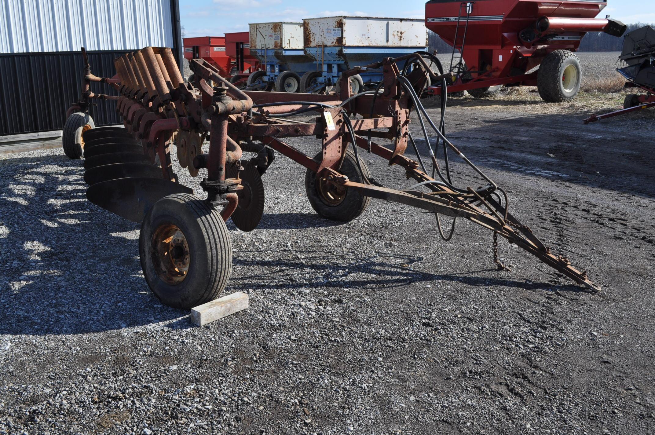 International 700 onland moldboard plow, 7 btm, auto reset trip - Image 2 of 16