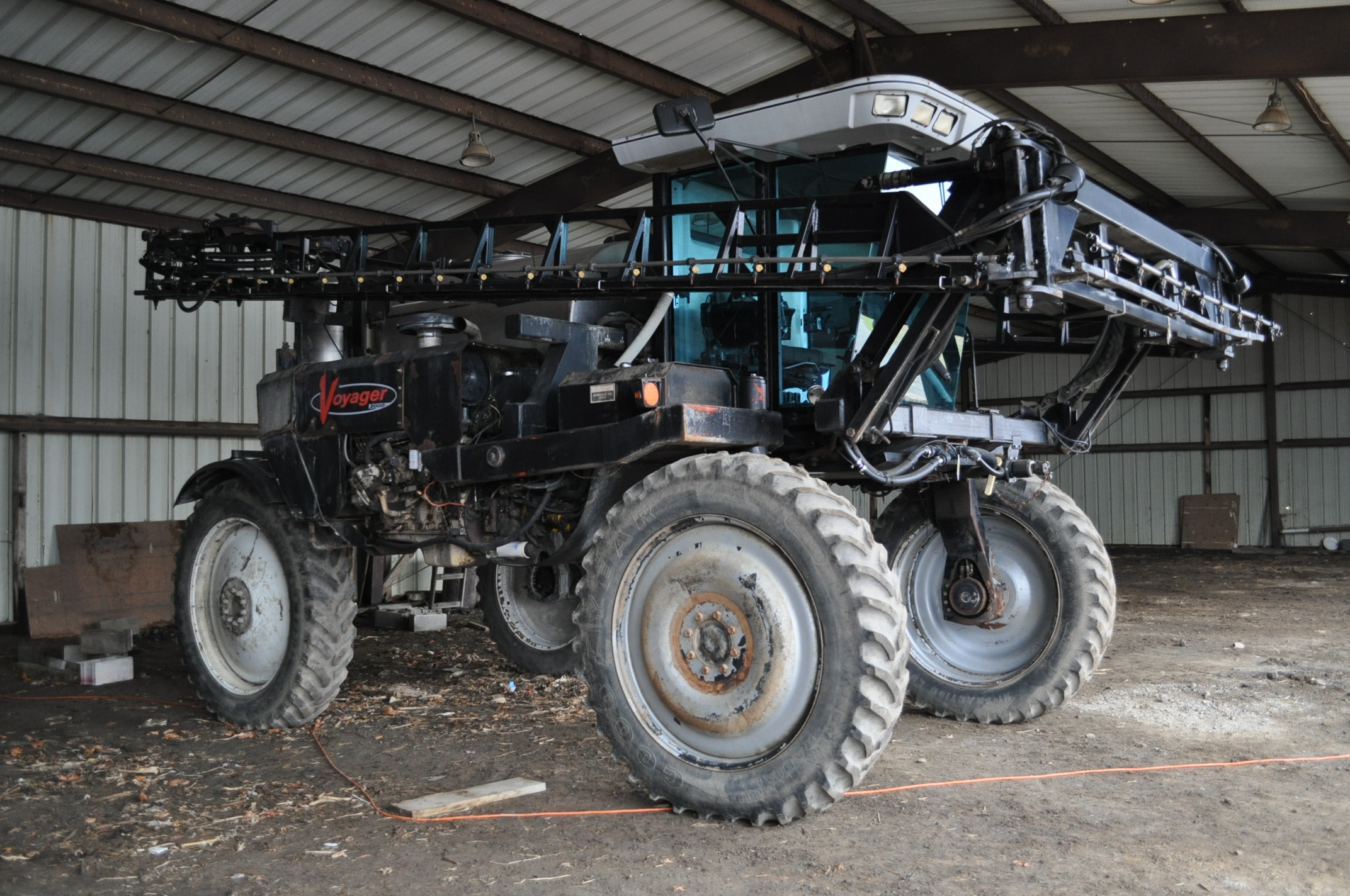 """Silver Wheels Voyager 2000 sprayer, 14.9R46 tires, hydrostatic, 90' boom, 15"""" nozzle spacing, 1000 - Image 2 of 21"""