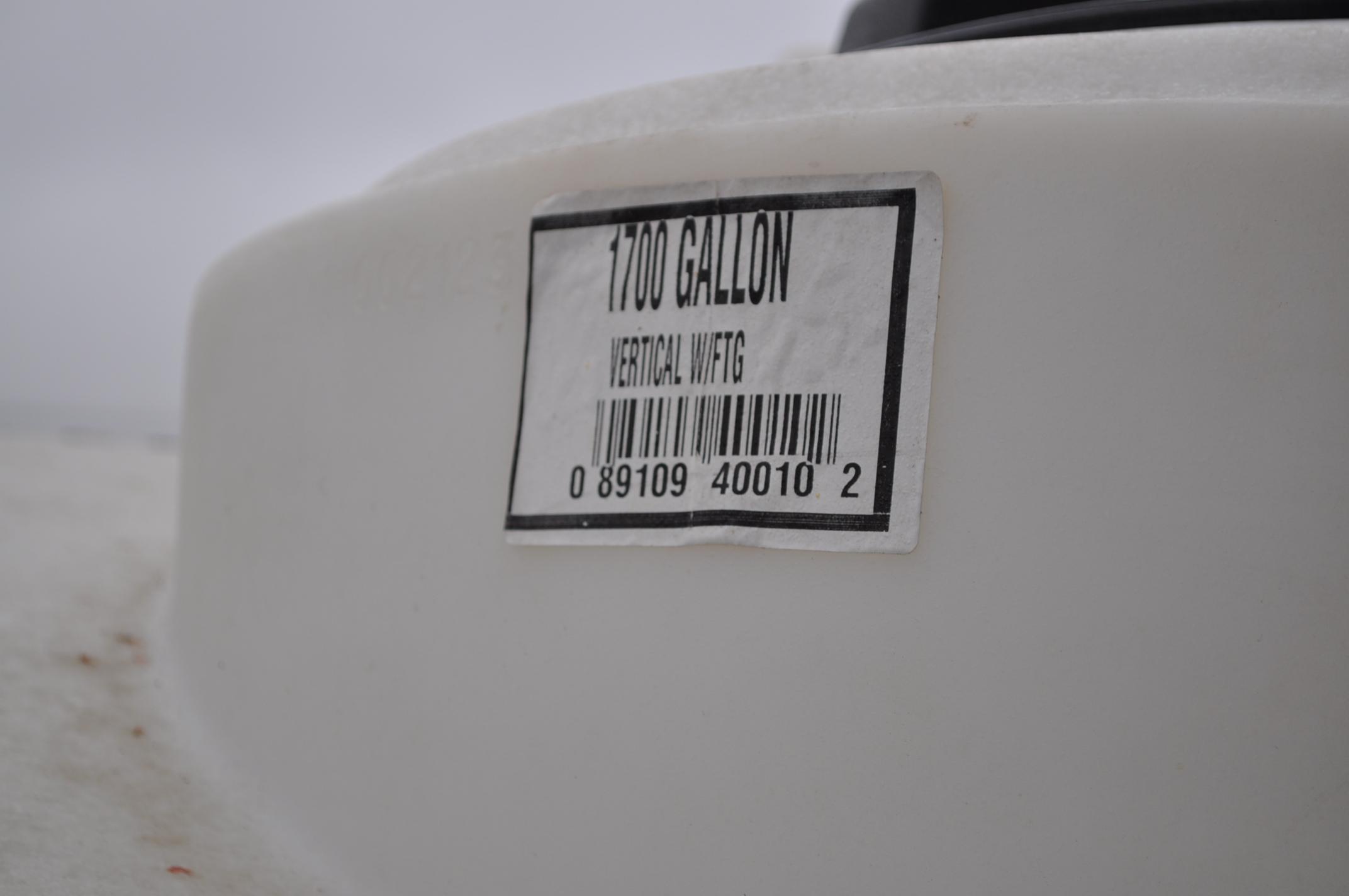 1700 gal flat bottom poly tank - Image 3 of 4