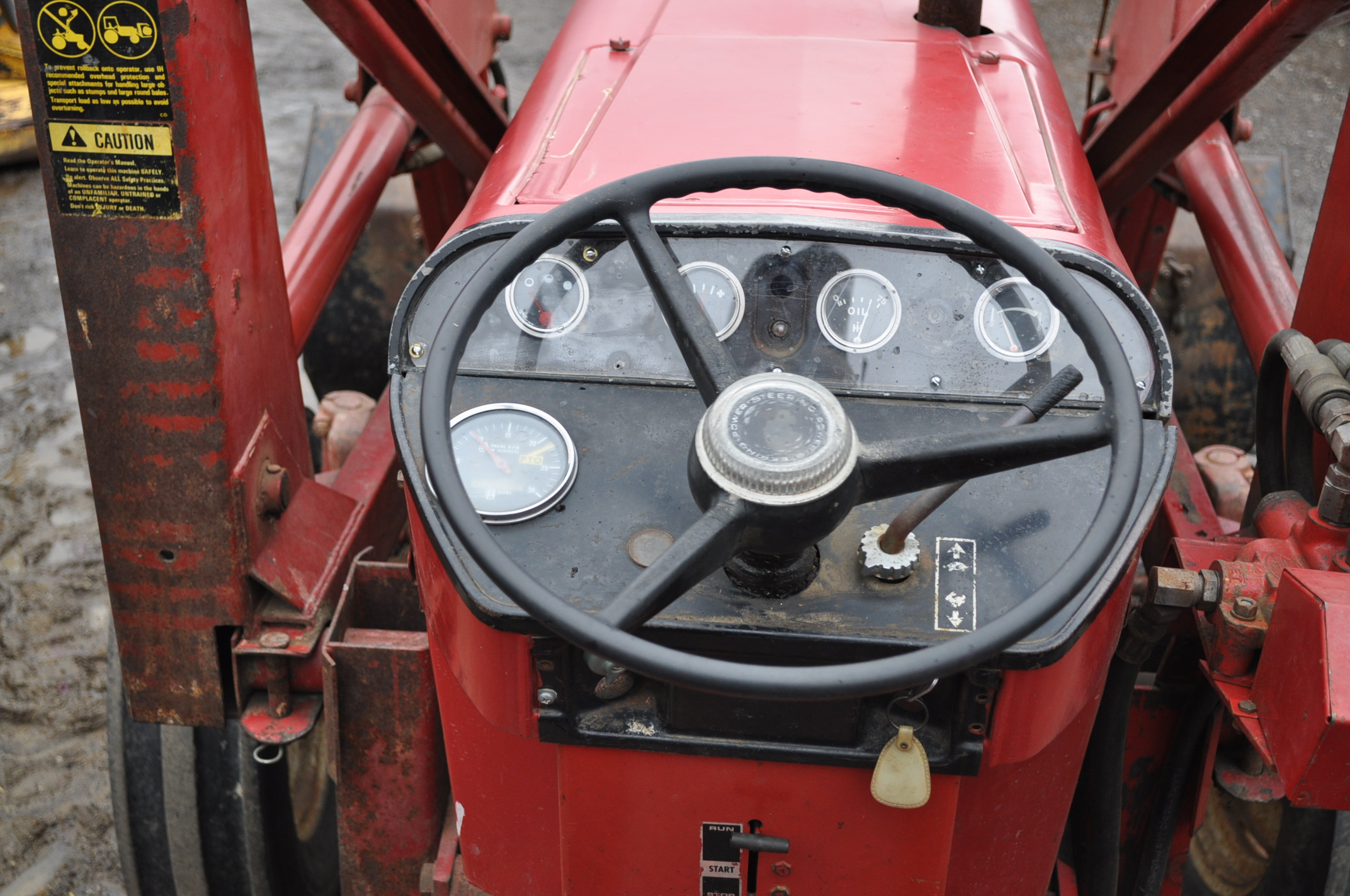 International 674 tractor, 16.9-30 rear, 7.50-16 front, diesel, single hyd, 3pt, 540 PTO, sells with - Image 11 of 16