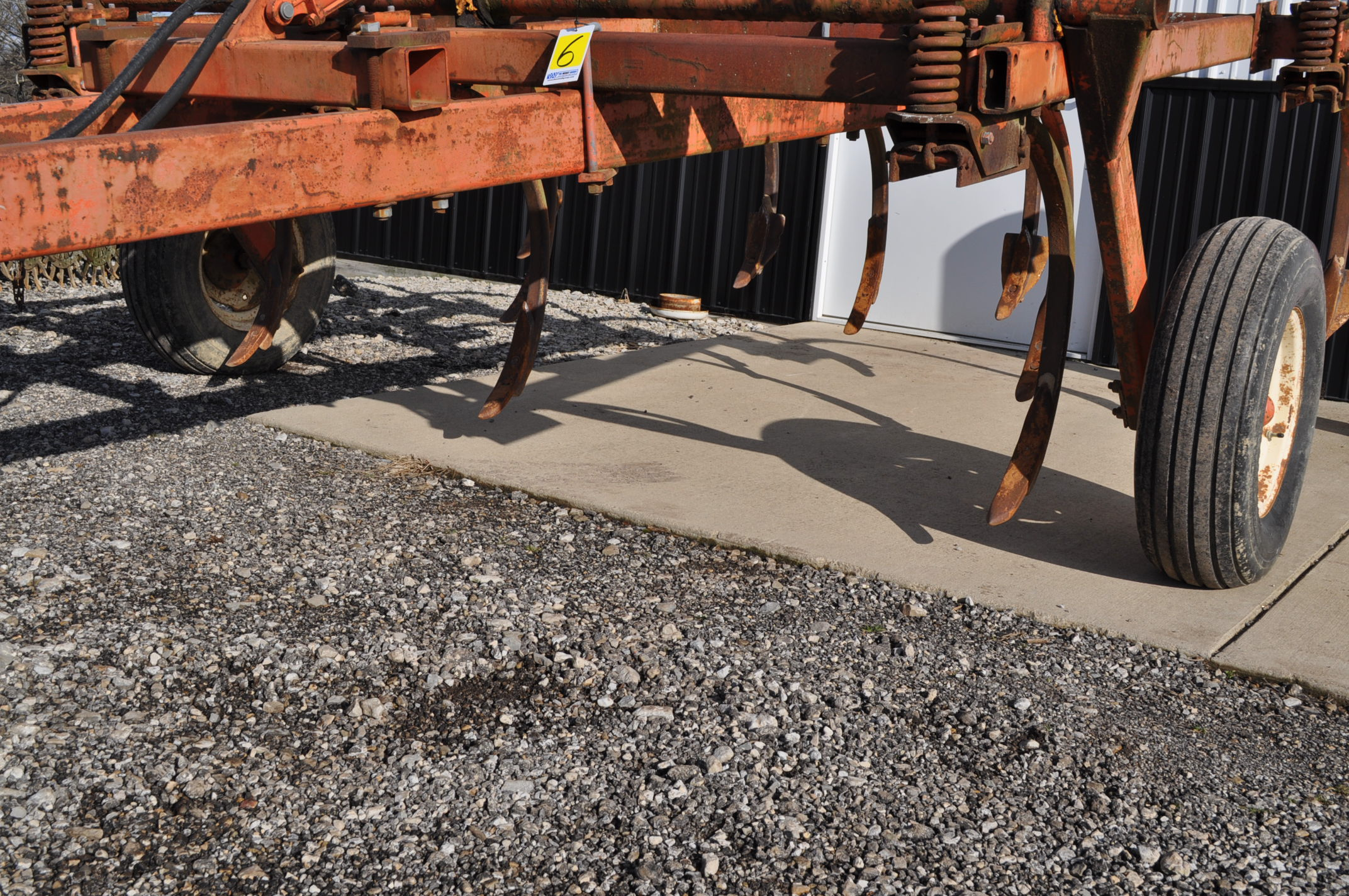 Allis Chalmers chisel plow, 10 shank, hyd raise - Image 5 of 7