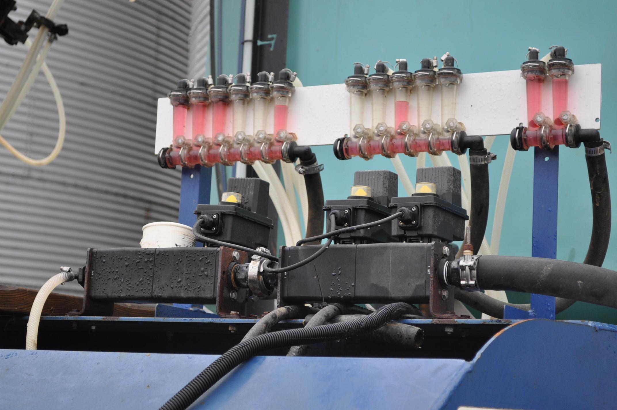 Blu-Jet AT 4010 28% applicator, 12/16 row, 1200 gal poly tank, 320/90R46 tires, hyd drive pump, - Image 9 of 12