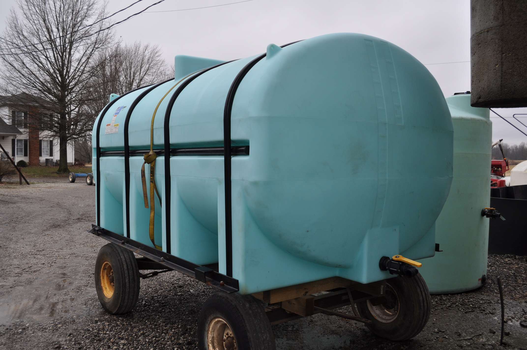 3250 gal poly Ace Roto-Mold leg tank with hoops, wagon gear does not sell - Image 2 of 5