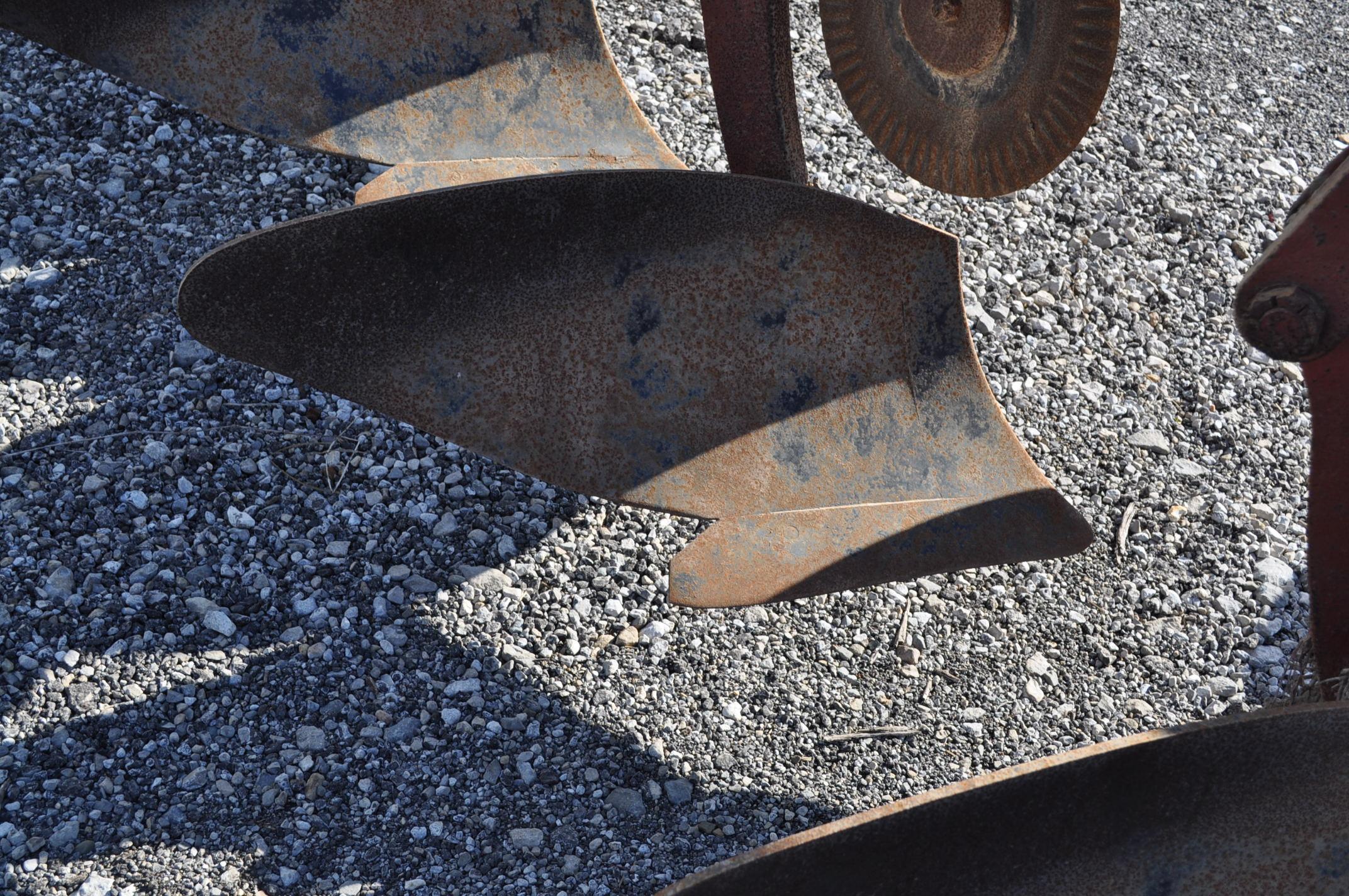International 700 onland moldboard plow, 7 btm, auto reset trip - Image 11 of 16
