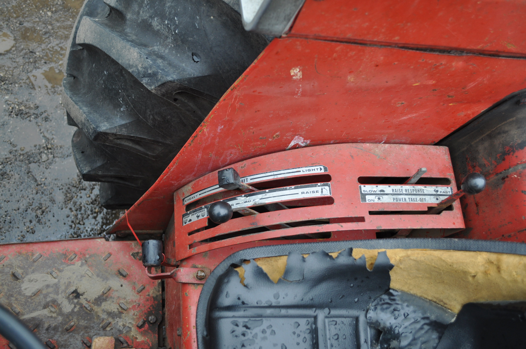 International 674 tractor, 16.9-30 rear, 7.50-16 front, diesel, single hyd, 3pt, 540 PTO, sells with - Image 15 of 16
