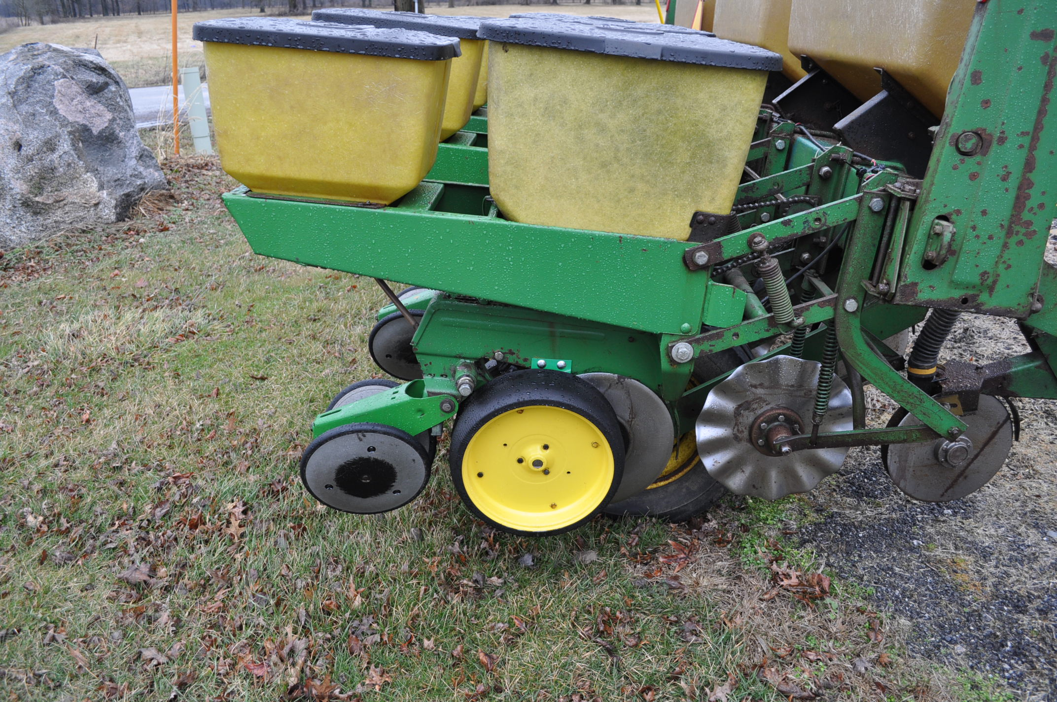 "John Deere 7000 corn planter, 6 row 30"", 2x2 dry fertilizer, no-till coulters, PP finger pickup - Image 6 of 11"