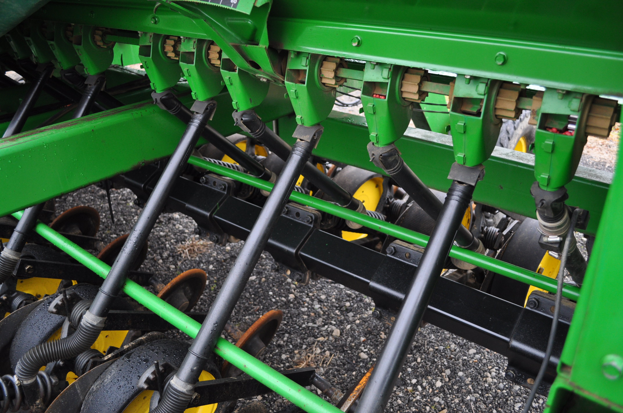 "15' John Deere 750 grain drill, 7 ½"" spacing, 2 pt hitch, markers, poly brush fill auger, new - Image 7 of 12"