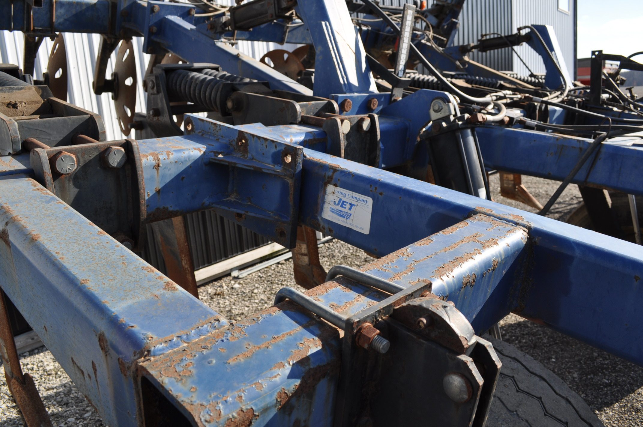 Blu-Jet Tillage Pro 7 shank inline ripper, front and rear hyd adjustable discs, sells with extra - Image 16 of 18