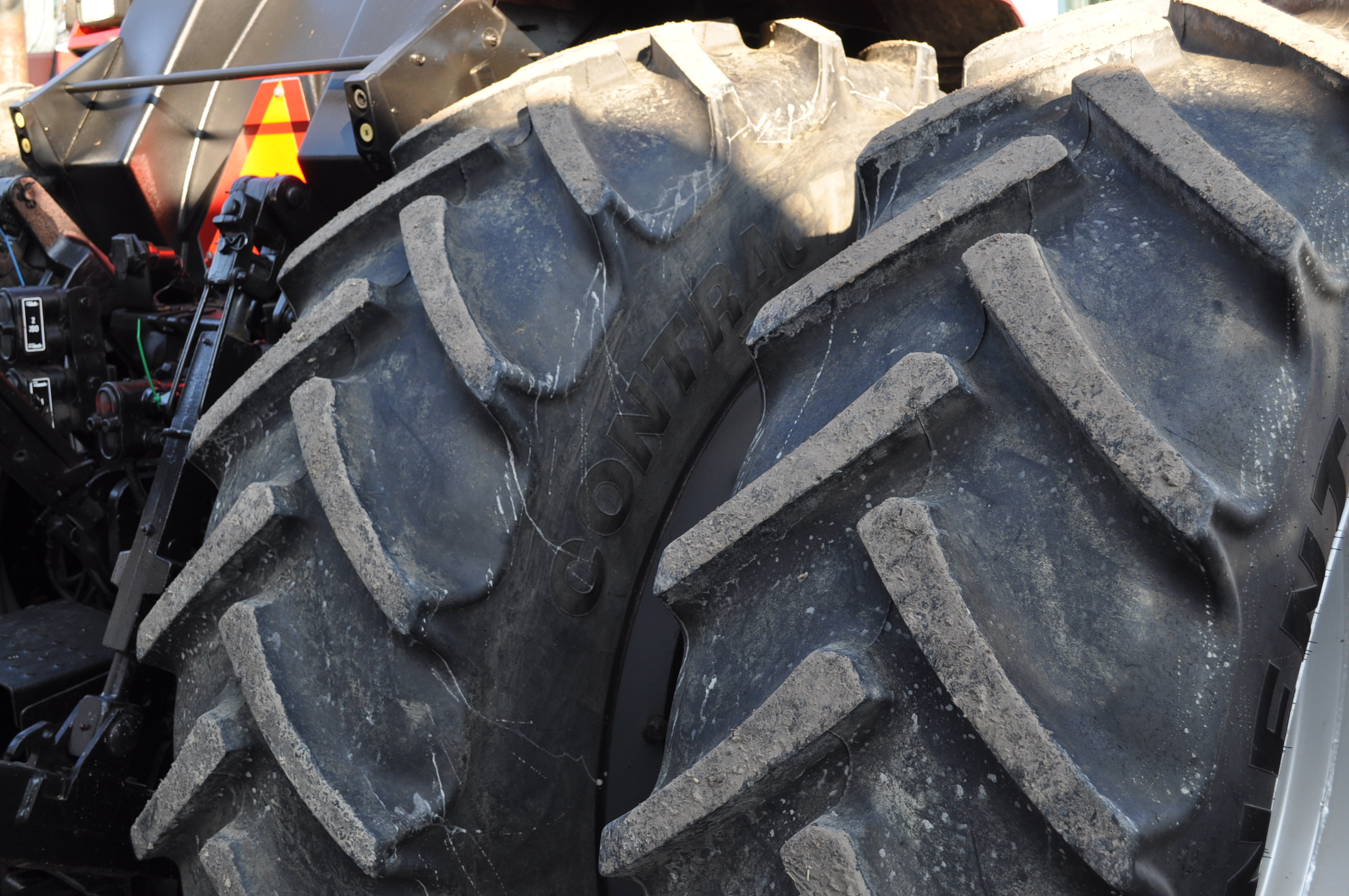 Case IH 7240 MFWD tractor, 460/85R46 rear duals, 420/85R30 front, 18 spd powershift, 4 reverse, - Image 5 of 20