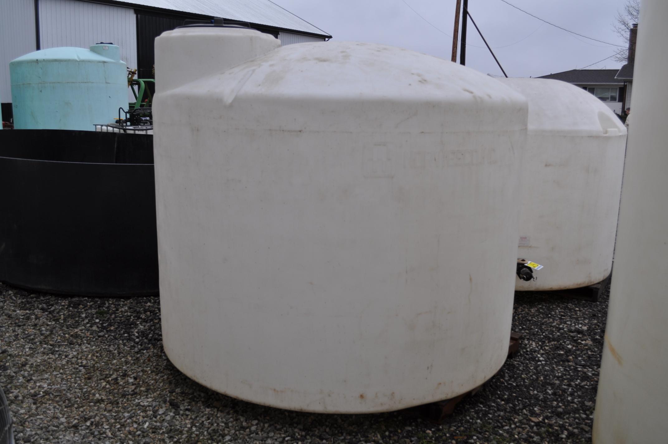 1700 gal flat bottom poly tank - Image 4 of 4