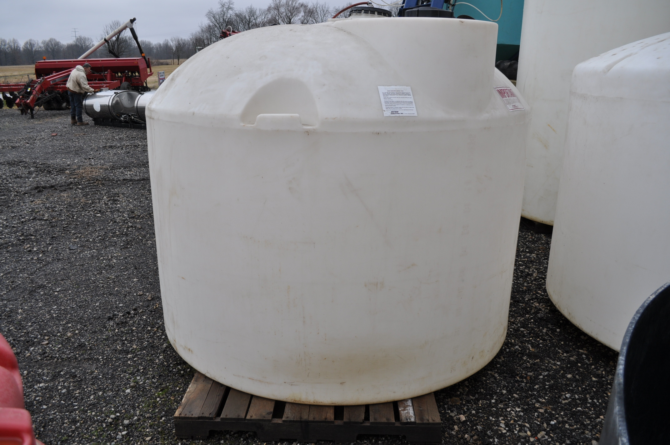 1500 gal flat bottom poly tank - Image 2 of 3
