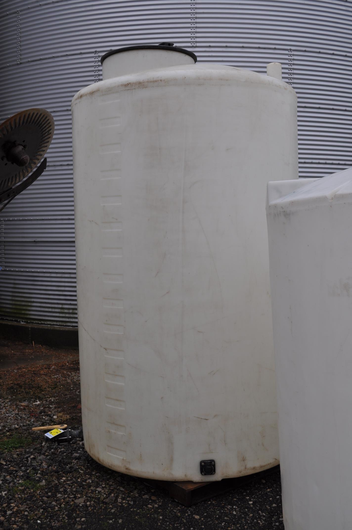 1500 gal flat bottom poly tank