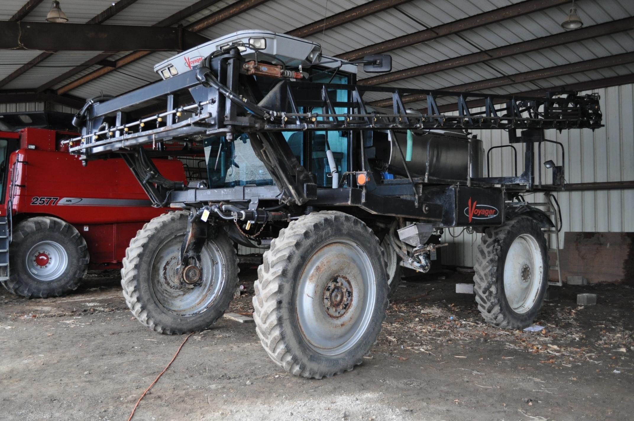 "Silver Wheels Voyager 2000 sprayer, 14.9R46 tires, hydrostatic, 90' boom, 15"" nozzle spacing, 1000"
