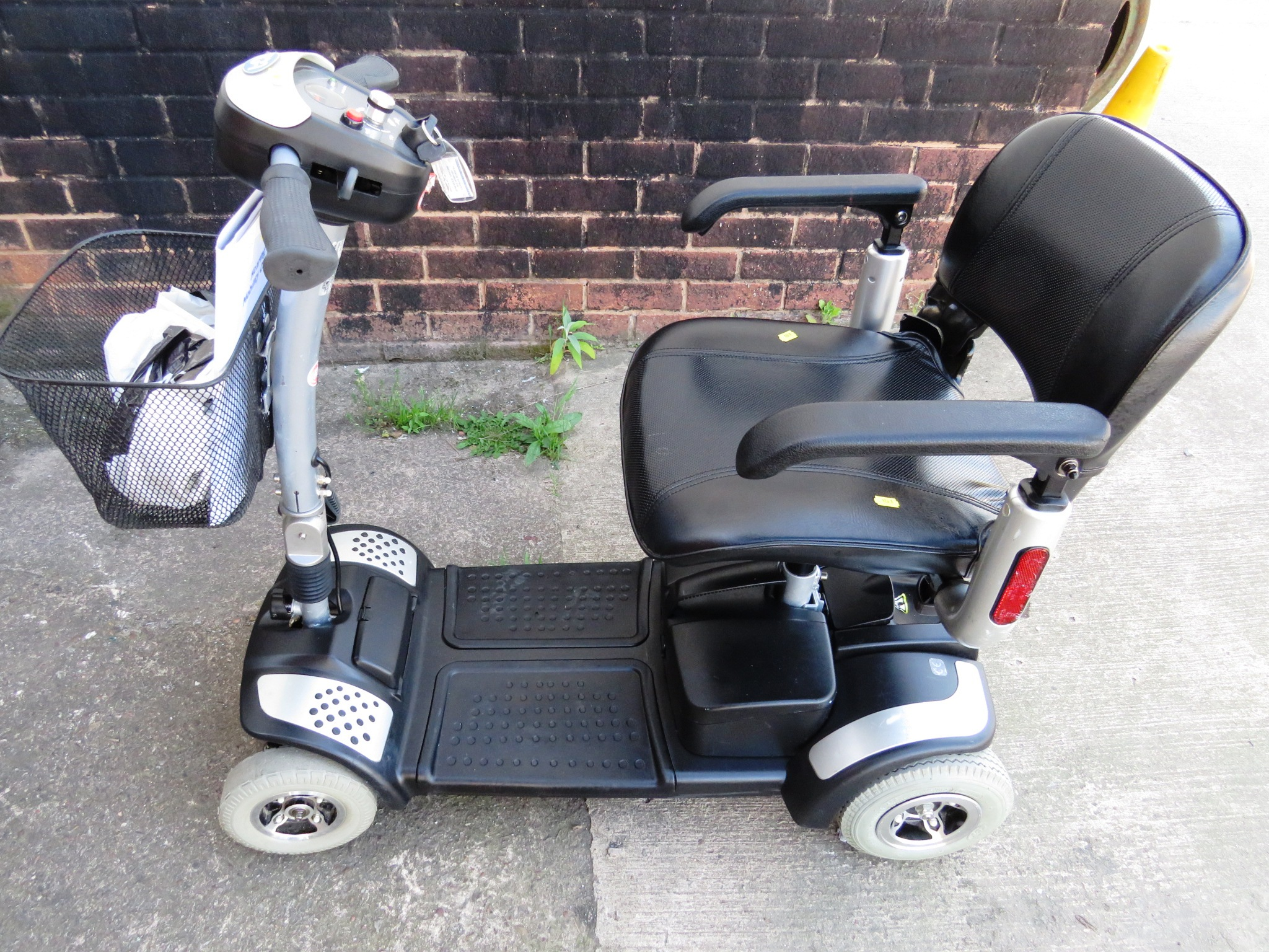 Lot 21 - TGA ECLIPSE FOUR WHEEL MOBILITY SCOOTER (TWO KEYS, CHARGER, MANUAL AND RECEIPT DATED 2009 FOR £1,099