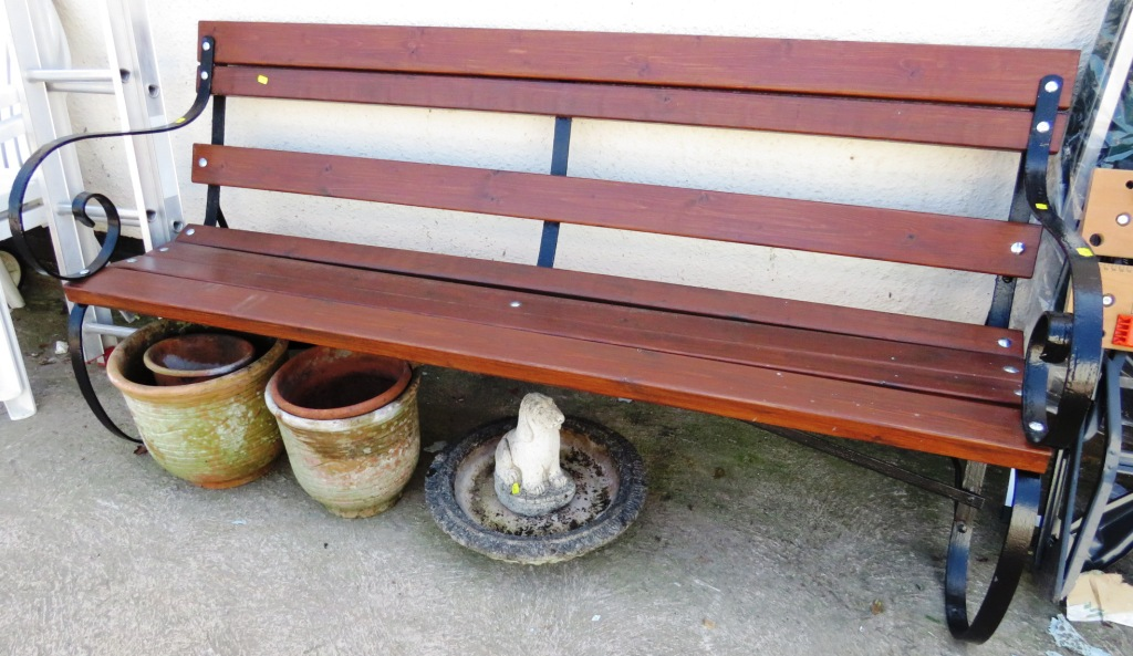 Lot 11 - WOODEN AND METAL GARDEN BENCH