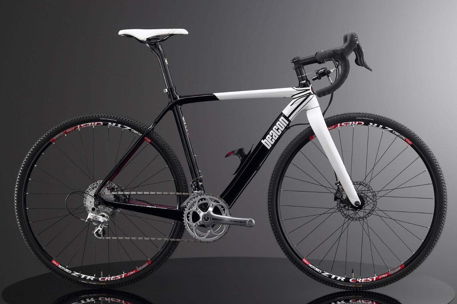 1 x Beacon Model BF-45, Size 580, Carbon Fibre Bike Frame in Black & White. - Image 2 of 3