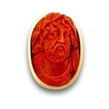 Broche colgante con camafeo de Dios griego en coral mediterráneo en marco de oro de 18K. Medidas:4,3