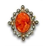 Broche camafeo s.XIX con busto de dama de coral y marco de diamantes en oro de 18K.Peso total