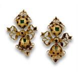 Pendientes s.XVIII punzonados con esmeraldas en motivos articulados de botón, lazo y perilla