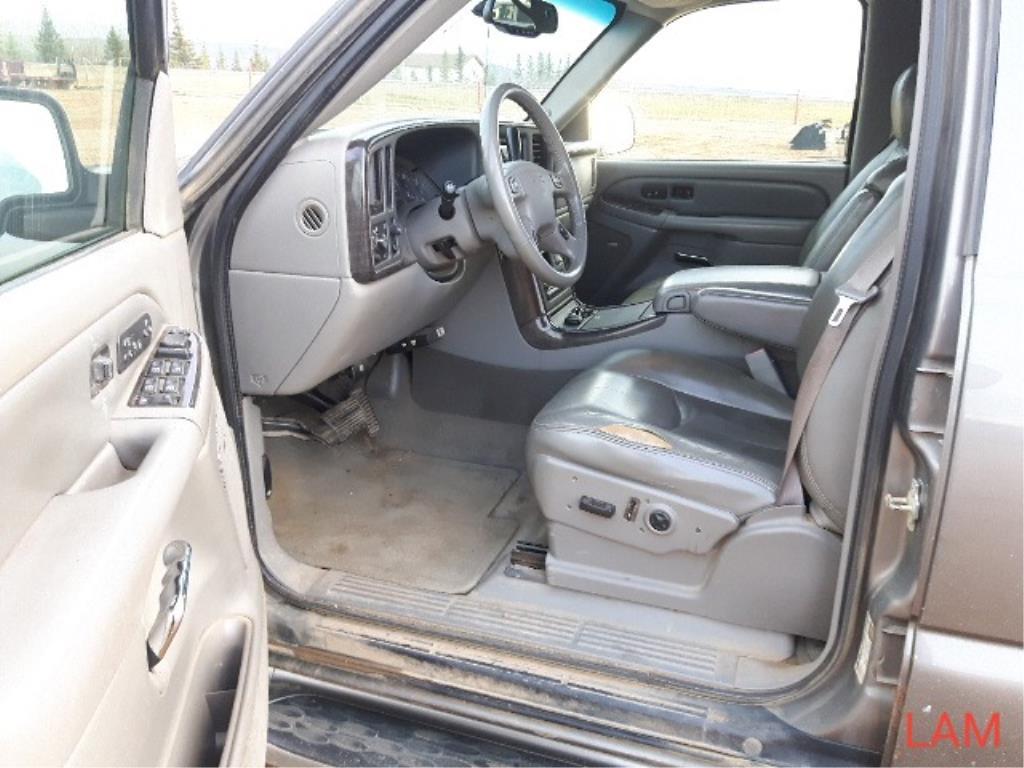 2005 GMC Yukon 4 x 4 Denali SUV - Image 5 of 15