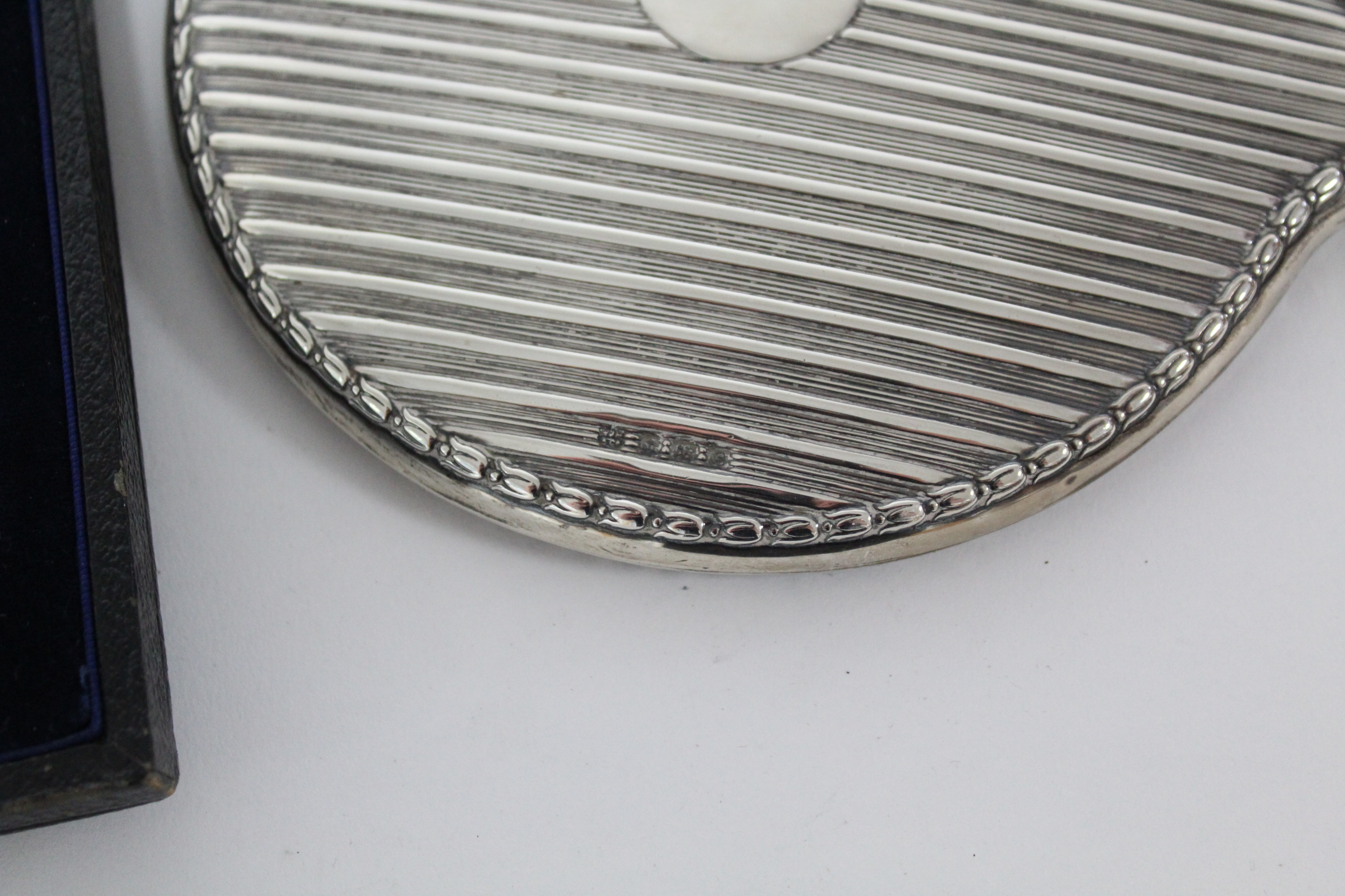 A set of six silver teaspoons in fitted case, Sheffield 1918 by J. Rodgers & Co.; together with a - Image 3 of 4