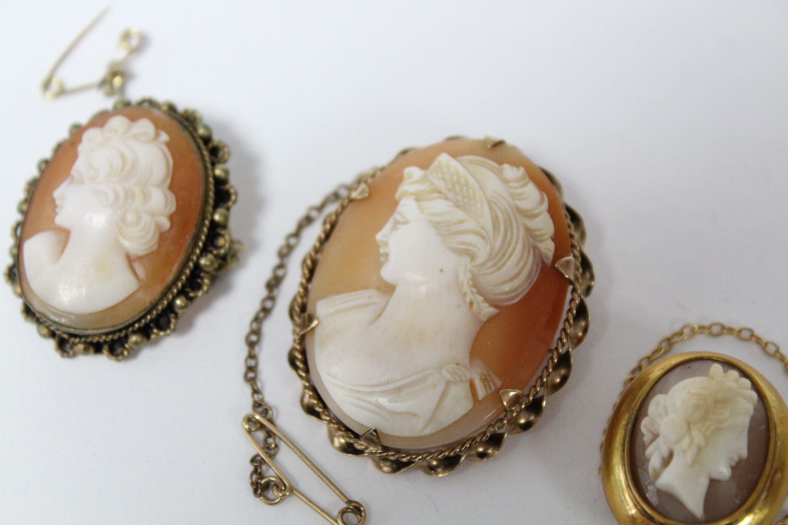 """A carved shell oval cameo brooch depicting a female portrait, in 9ct. gold mount, 1½"""" x 1""""; & two - Image 2 of 5"""