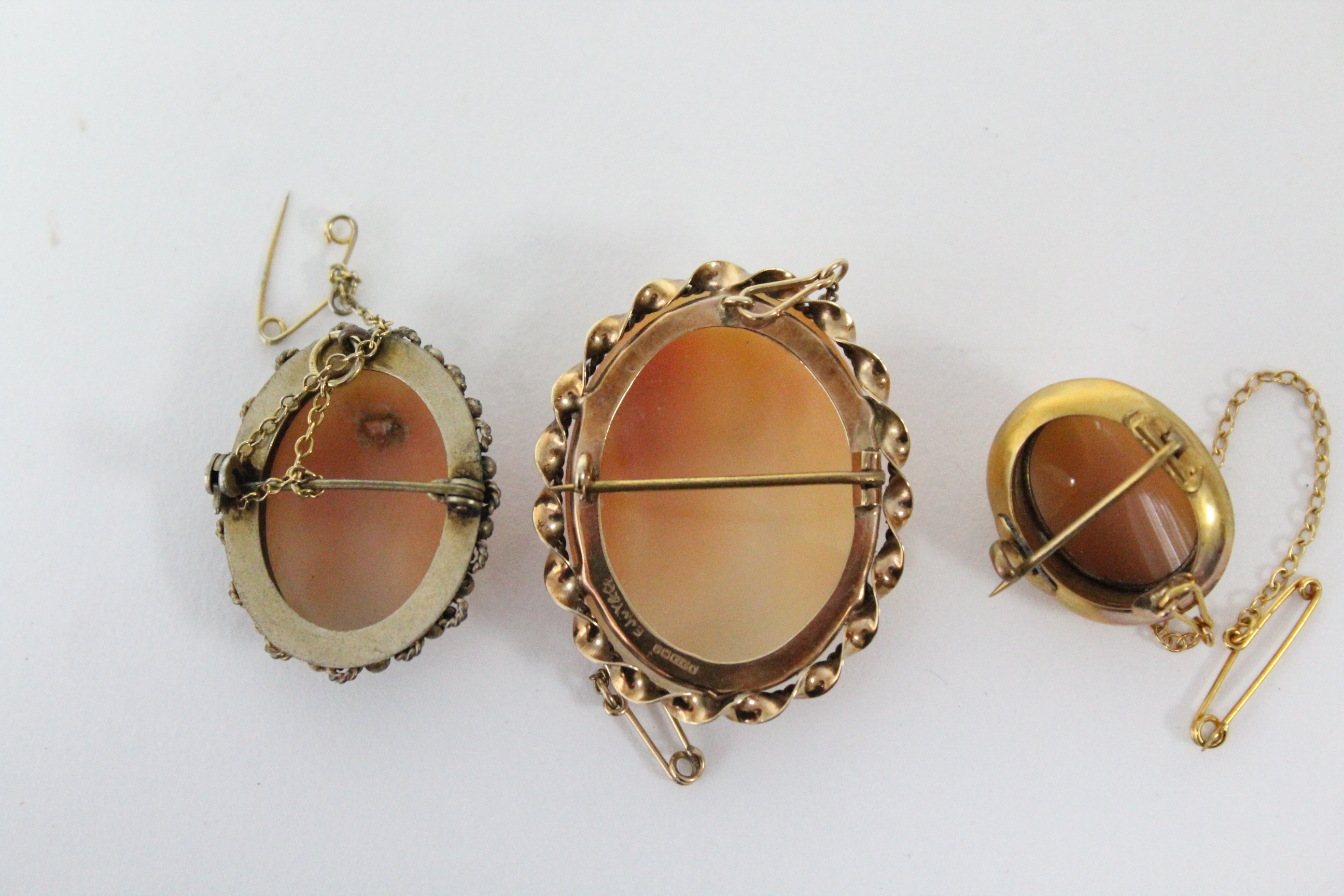 """A carved shell oval cameo brooch depicting a female portrait, in 9ct. gold mount, 1½"""" x 1""""; & two - Image 5 of 5"""