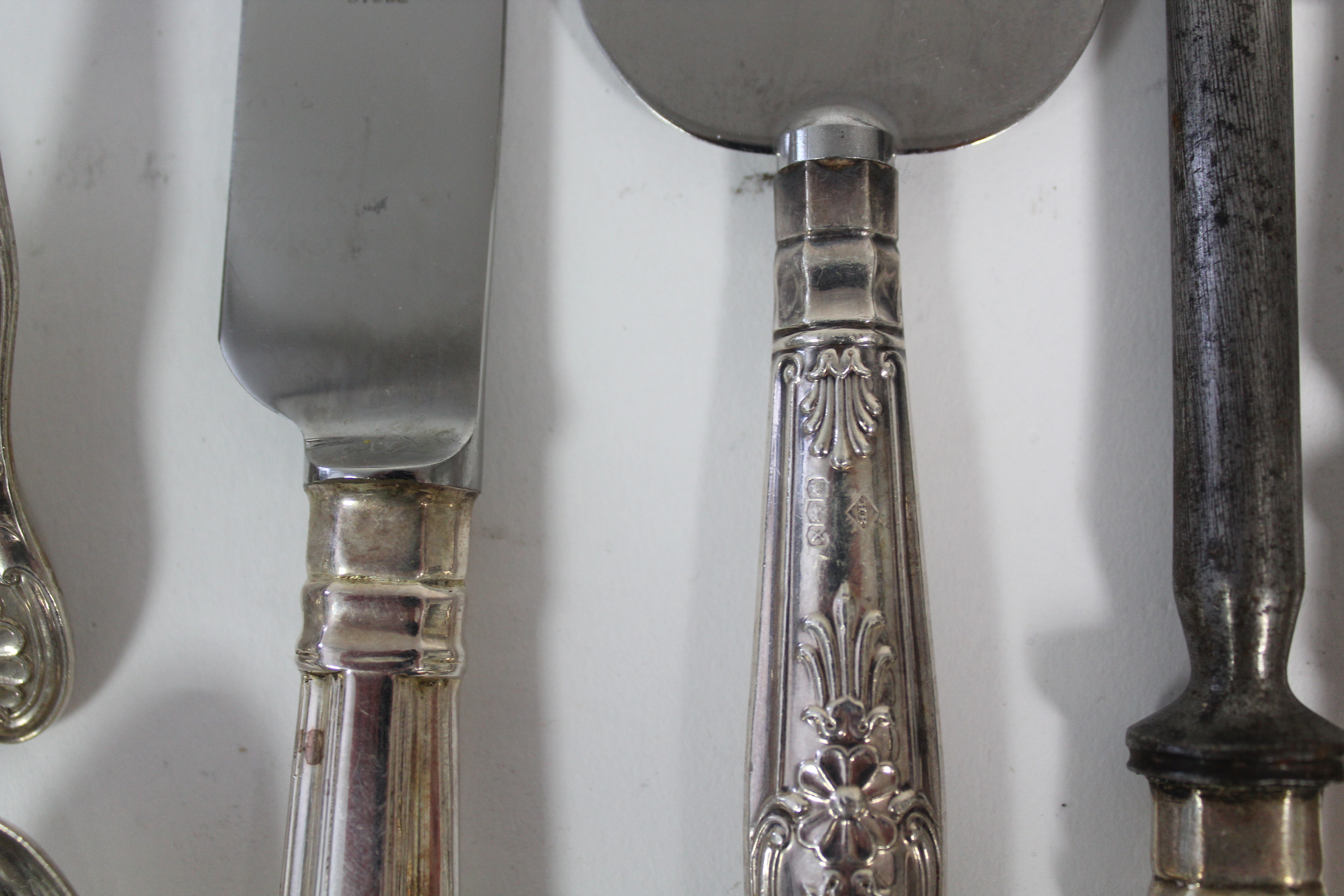 A GEORGE V SILVER PART SERVICE OF KING'S PATTERN FLATWARE, comprising: three table spoons, nine - Image 3 of 3