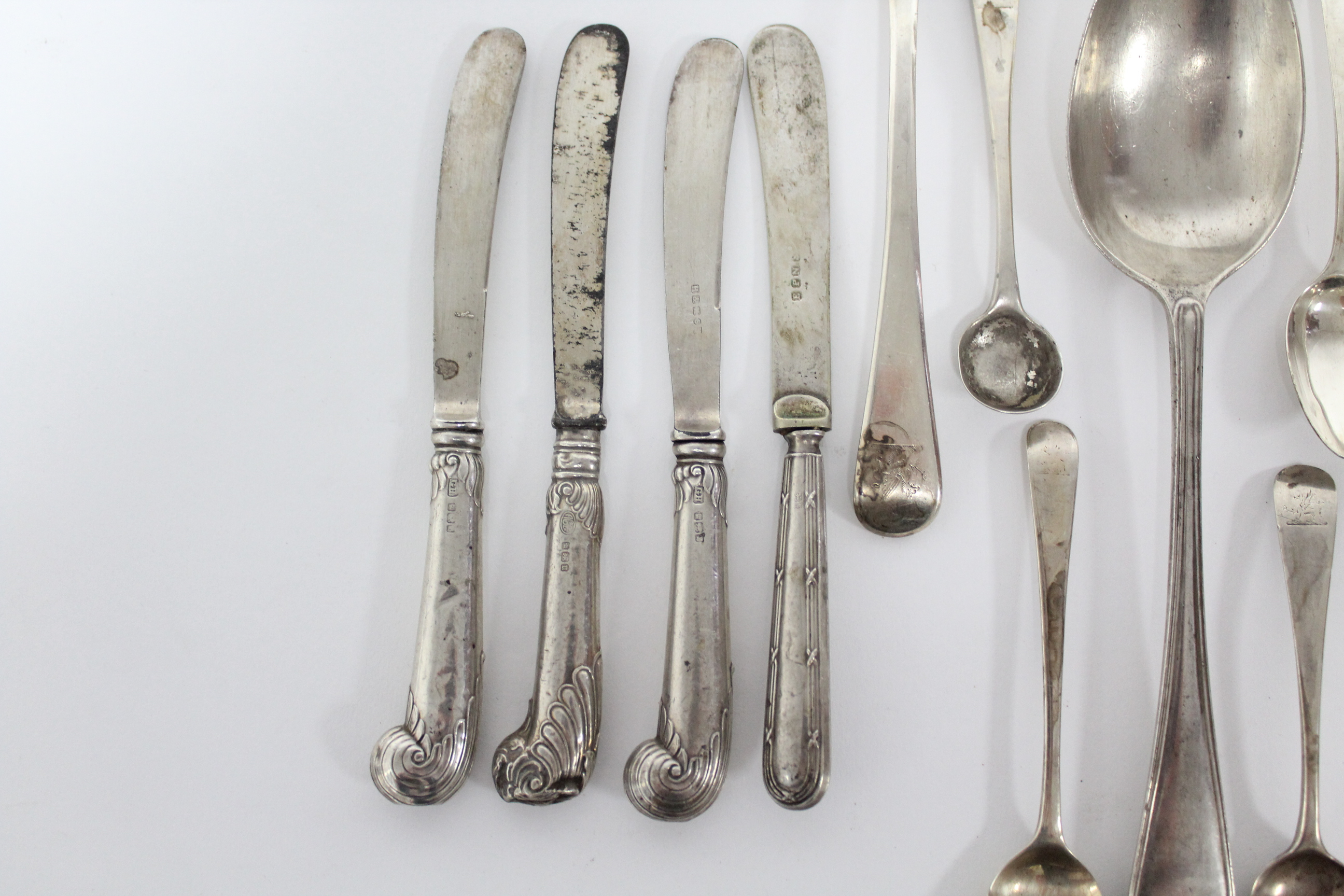 Lot 18 - A pair of Old English sauce ladles, with oval bowls, London 1811, by Eley, Fearn, & Chawner; an