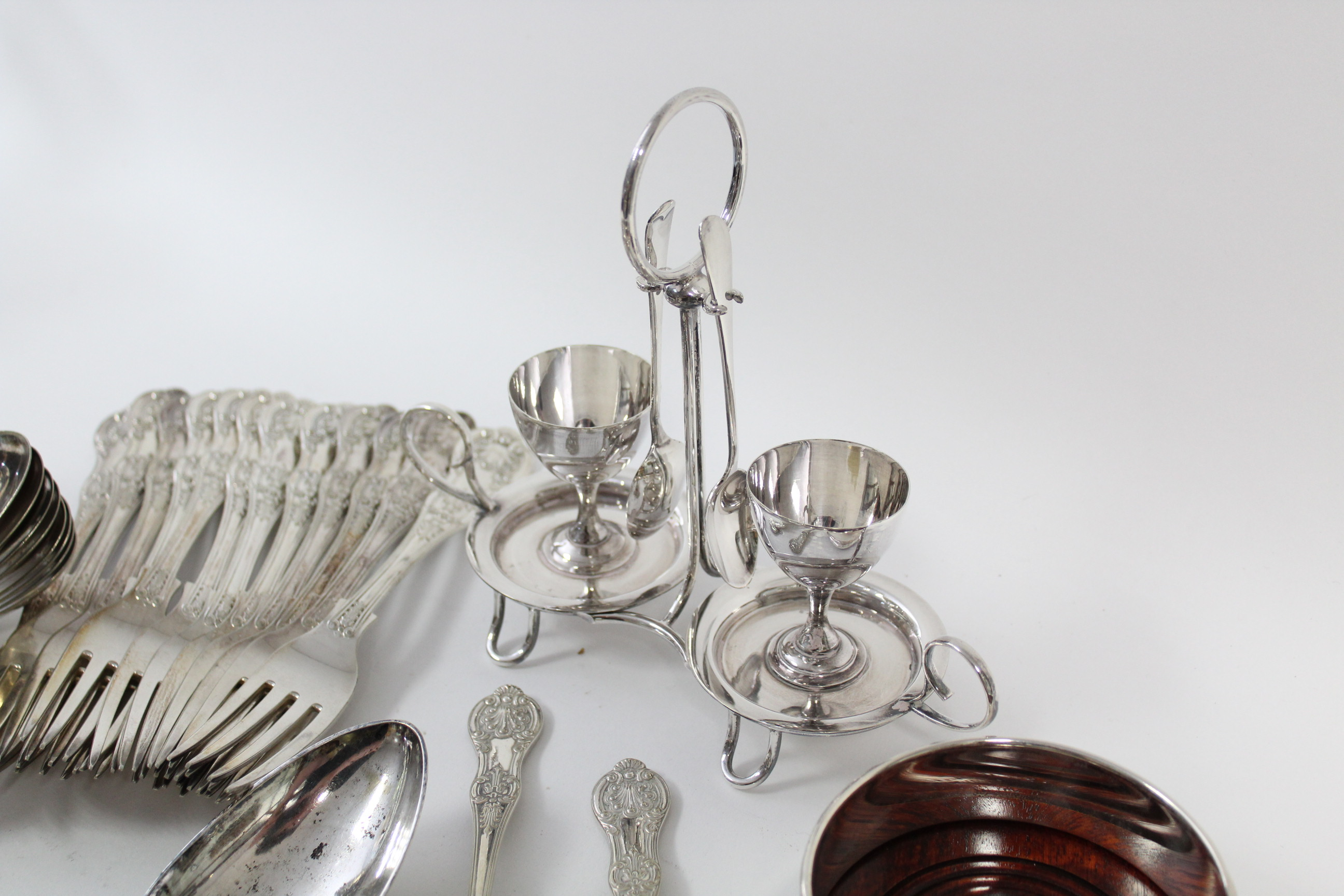 A part service of Queen's pattern flatware, comprising: eight table spoons, twelve table forks, - Image 4 of 4