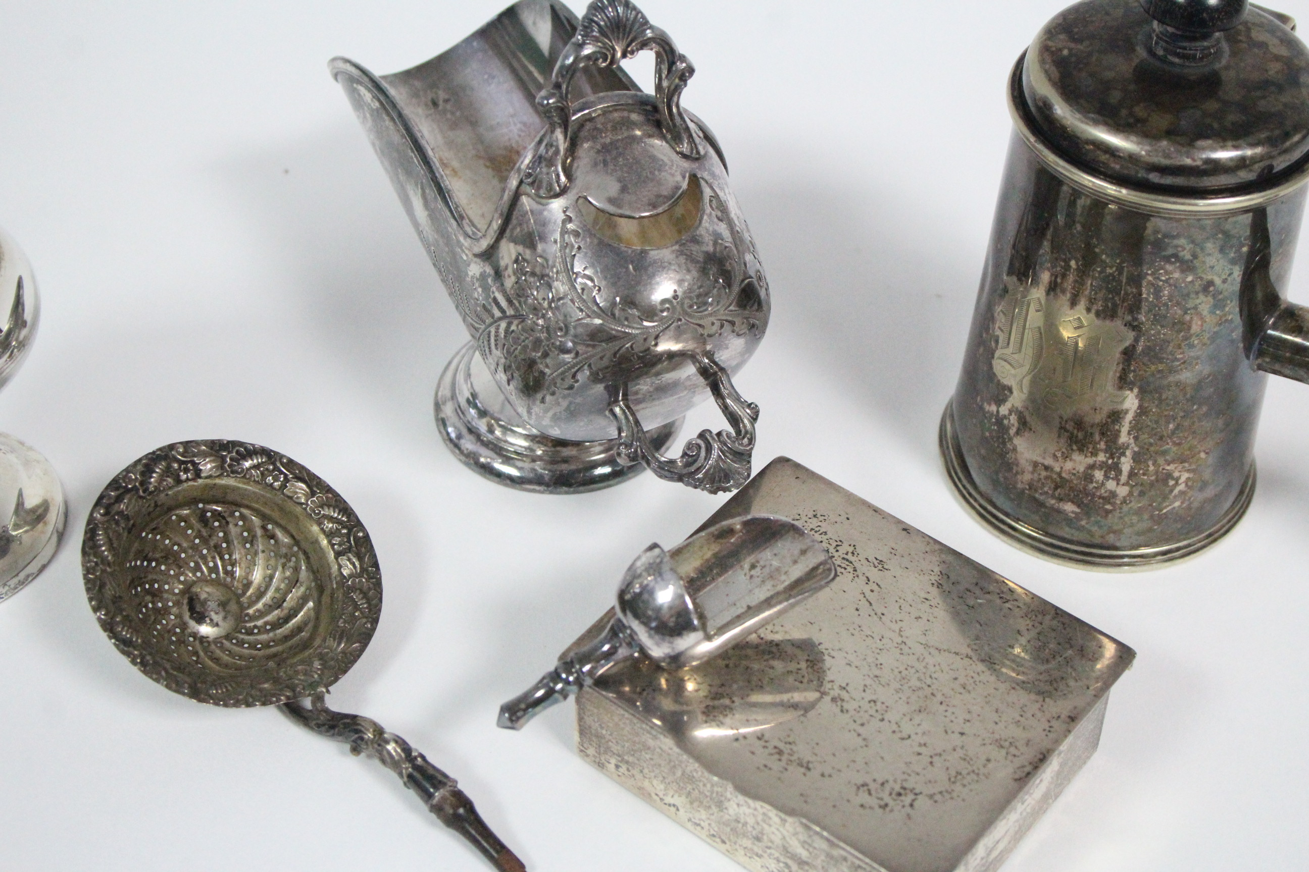"""A large electro-plated sugar castor, 8¼"""" high; a ditto sugar scuttle; a lidded pot with turned - Image 3 of 4"""