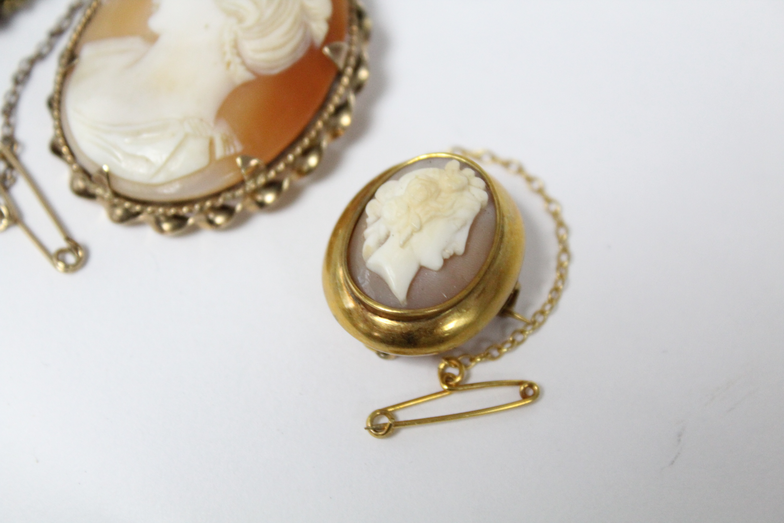 """A carved shell oval cameo brooch depicting a female portrait, in 9ct. gold mount, 1½"""" x 1""""; & two - Image 3 of 5"""