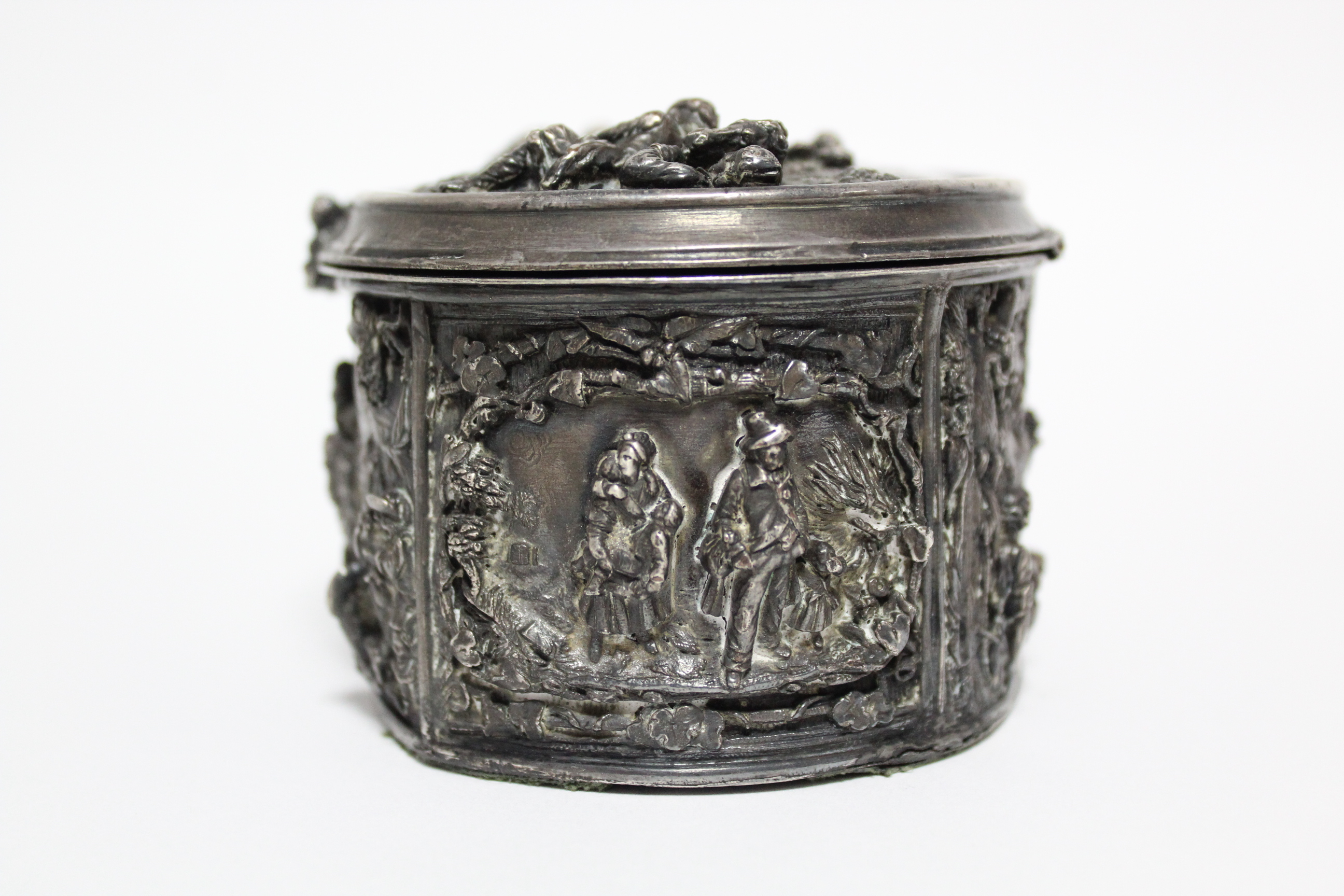 A continental white metal oval box, decorated in relief with scenes of huntsmen, figures & animals - Image 4 of 9