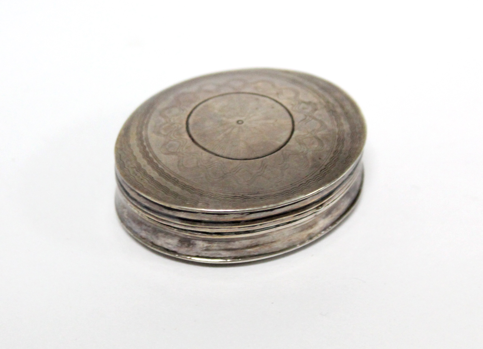 Lot 34 - A 19th century Dutch .833 standard oval snuff box, with hinged lid & engine-turned decoration, 2""