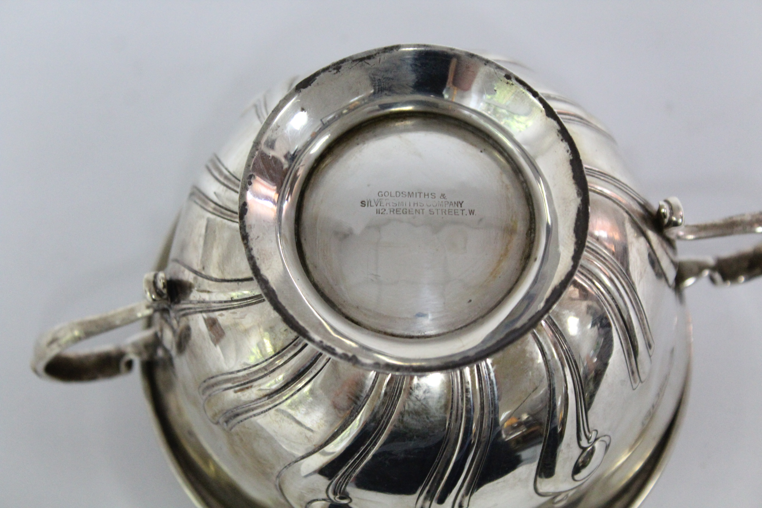 An Edwardian two-handled porringer & paten, both with embossed scroll decoration; London 1905 by - Image 6 of 6