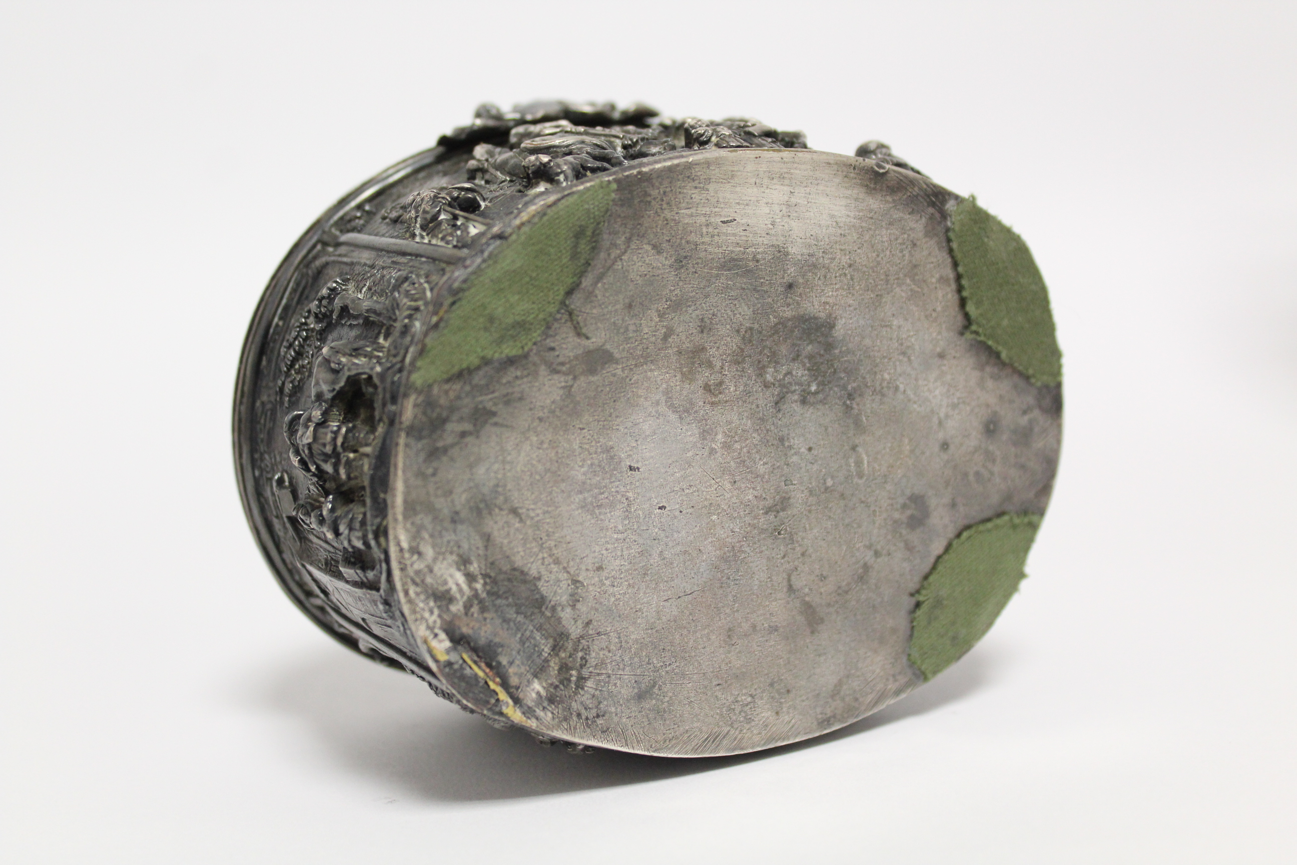 A continental white metal oval box, decorated in relief with scenes of huntsmen, figures & animals - Image 9 of 9