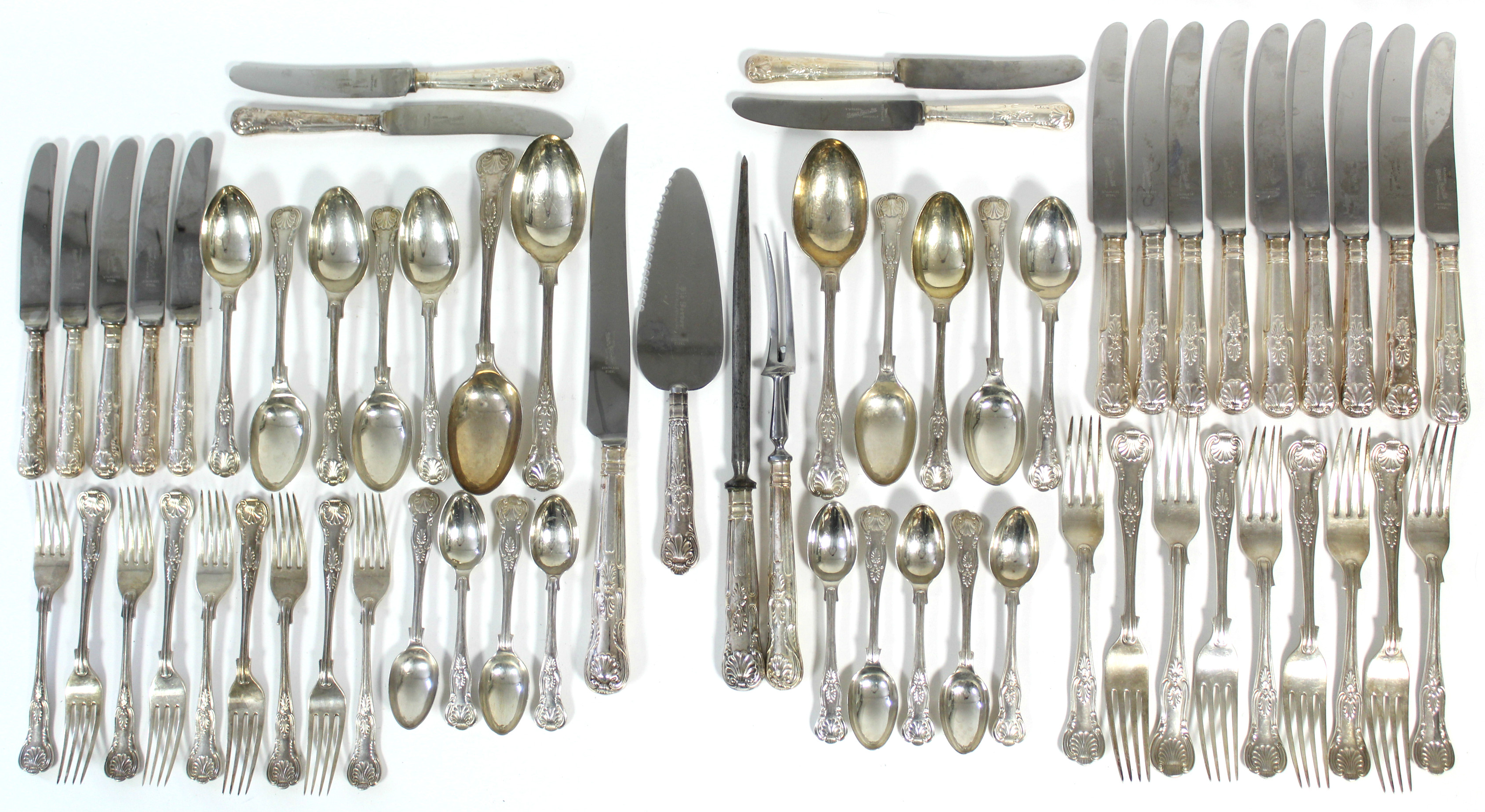 Lot 36 - A GEORGE V SILVER PART SERVICE OF KING'S PATTERN FLATWARE, comprising: three table spoons, nine