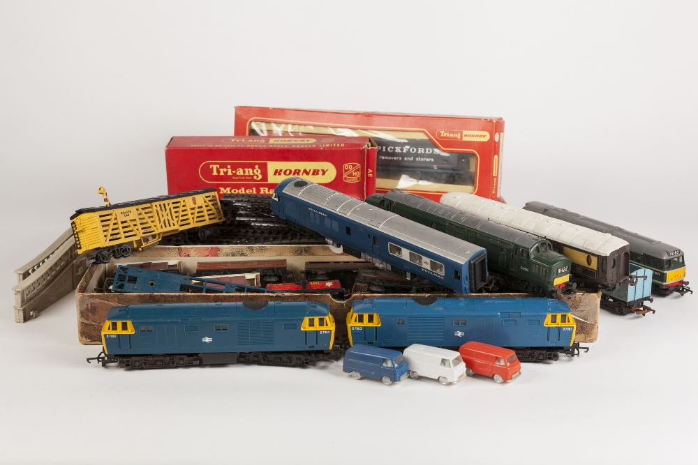 Lot 402 - SELECTION OF UNBOXED, MAINLY TRIANG, PLAYWORN MODEL RAIL, includes two D7063 diesel engines, three