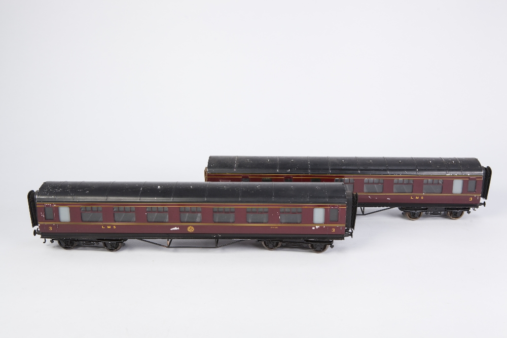 Lot 409 - TWO EXLEY 'O' GAUGE TYPE K6 CORRIDOR COACHES, in LMS MAROON LIVERY, viz 3rd No. 6000 (lacks one