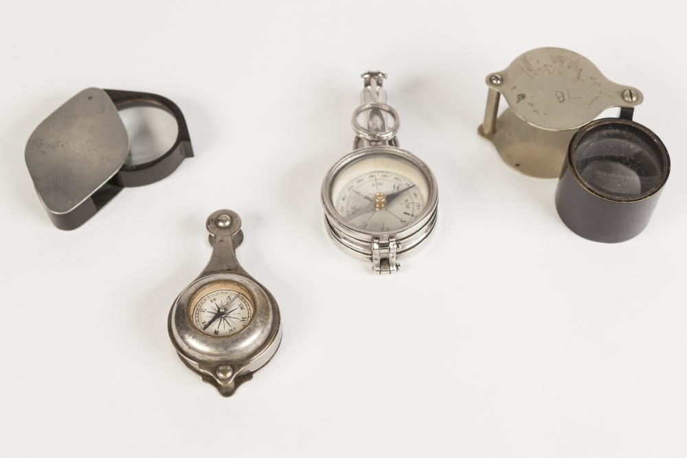 Lot 190 - FRENCH, EARLY TWENTIETH CENTURY PLATED METAL CASED COMPASS, having two pairs of fold out monocle