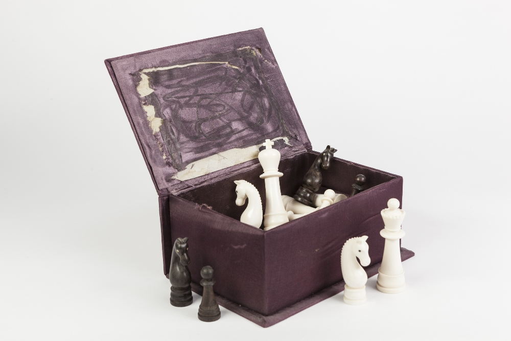 Lot 90 - EARLY 20th CENTURY IVORY AND ROSEWOOD CHESS SET