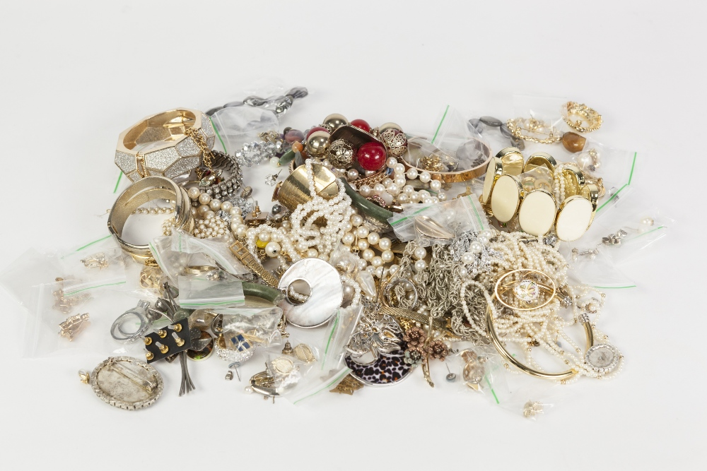 Lot 369 - QUANTITY OF COSTUME JEWELLERY, in two bags