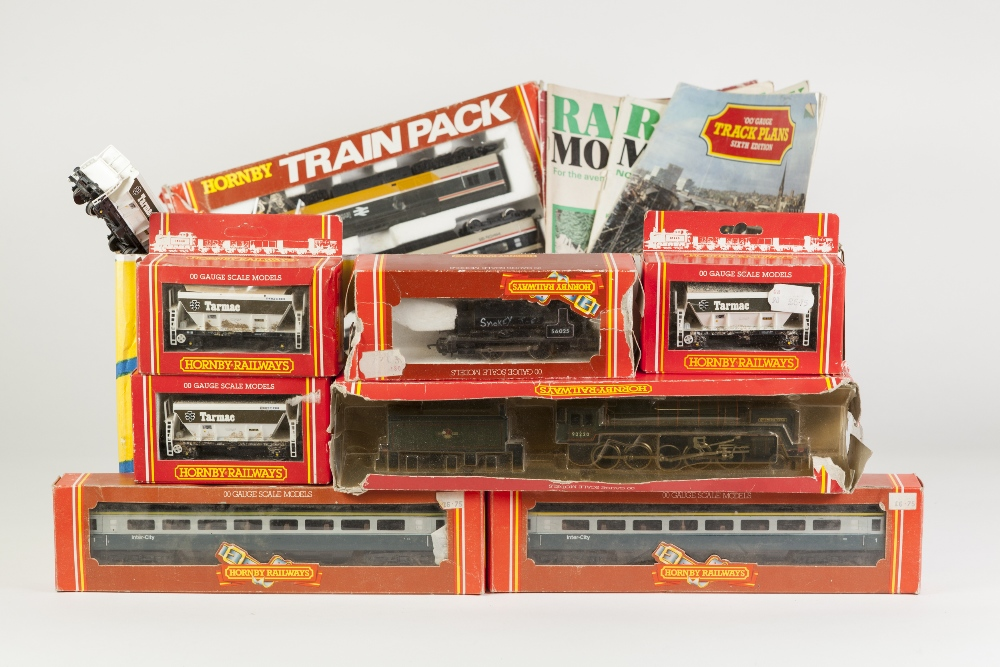 Lot 403 - SELECTION OF MAINLY BOXED HORNBY RAILWAYS 00 GAUGE MODEL RAIL to include Intercity 125 three piece